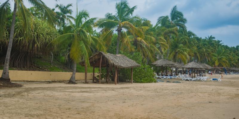 Camastros Playa Quieta Ixtapa