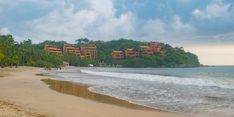Playa Quieta Beach Ixtapa | zih.mx | Ixtapa Zihuatanejo Traveler's Guide