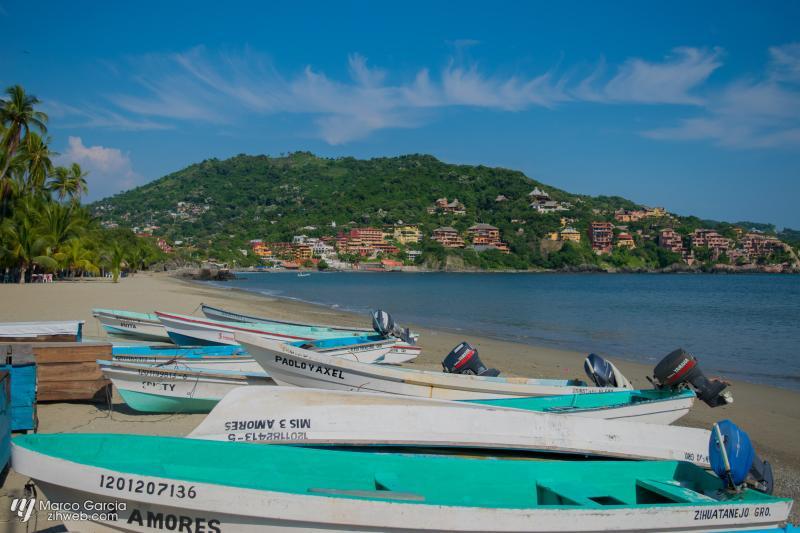 Covers Playa Principal Main Beach